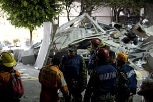 Mexico explosion: Rescue workers search for casualties