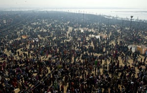 Maha Kumbh : Devotees make their way to bathe in the Sangam