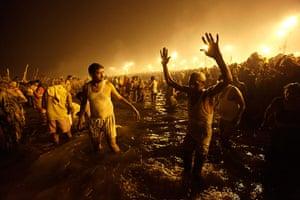 Maha Kumbh : Hindu devotees arrive early to take their ritual bath in the Sangam
