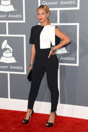 Beyoncé arrives at the Grammys –in a pant suit.