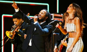 Ziggy Marley and Rihanna perfrom a tribute to Bob Marley at the 2013 Grammy awards.