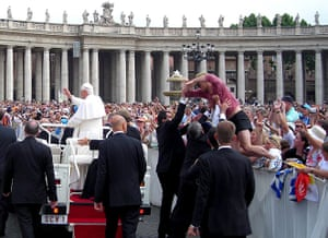 pope benedict resigns: 2007 attack on the pope in Saint Peter's Square