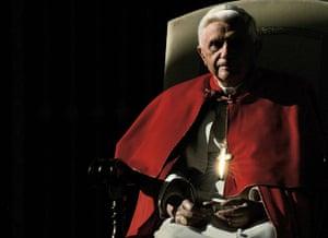 pope benedict resigns: The cross of Pope Benedict XVI