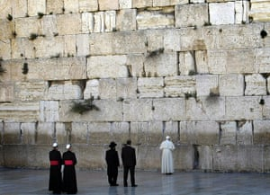 pope benedict resigns: Pope Benedict XVI visits the Western Wall
