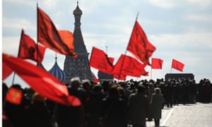 Russian communists carrying flags