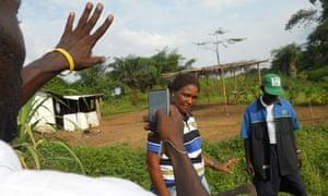 Farmers in Liberia film their techniques