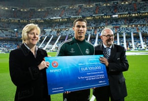 Real v United: Ronaldo and Charity Cheque