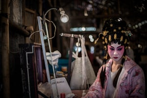 Cantonese opera: An actress backstage