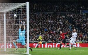 Real v United2: Robin Van Persie hits the bar