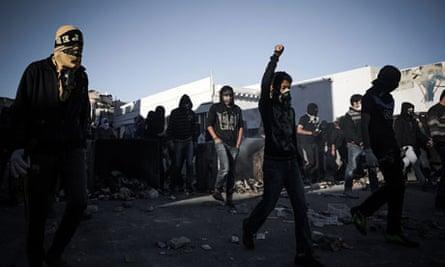 Bahraini protestors clash with security forces
