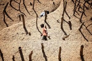 20 Photos: Children walk on the Askia mausoleum in Gao, Mali