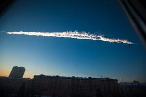 20 Photos: A meteorite contrail is seen over Chelyabinsk