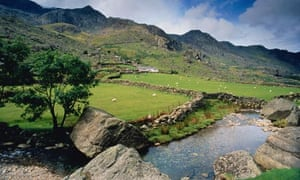 Wales, Snowdonia National Park, fields and mountains