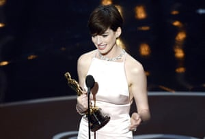 Oscar Ceremony 2013: Anne Hathaway wins best supporting actress