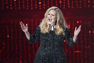 Oscar Ceremony 2013: It's Adele! Hello Adele! Singing again