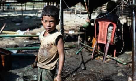 Child working in Burma oil field