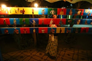 FTA: Nic Bothma: A girl from Burkina Faso looks at a photographic exhibition