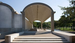 Louis Kahn: Colonnade on the north side, Kimbell Art Museum