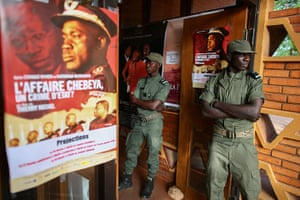 FTA: Nic Bothma: Soldiers stand guard at the entrace to Cinema Burkina