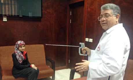 Gamal Shiha demonstrates the 'hepatitis C detector'