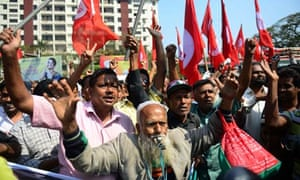 Bangladeshi activists outside the Dhaka court where Delwar Hossain Sayedee was sentenced to death