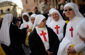 The Pope's last day: Nuns stand in front of the summer residence