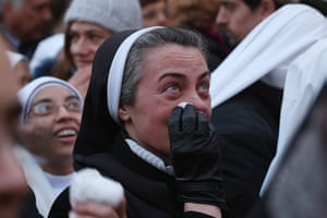 The Pope's last day: A nun becomes emotional
