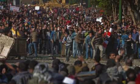 Pro and anti Mubarak protesters clash in Tahrir Square