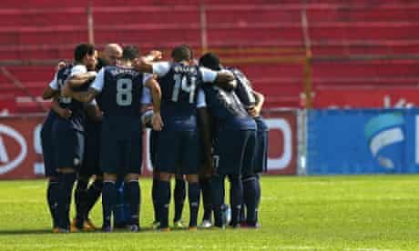 USA team huddle Honduras