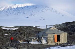 Halley VI: Exterior of Ernest Shackleton's 1908 Nimrod Expedition hut at Cape Royds