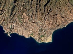 Satellite Eye: Sand and Tourism in Gran Canaria