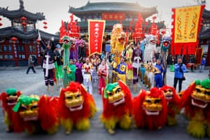 Lunar New Year: Performers in traditional costumes before the celebrations in Beijing, China