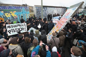 Berlin wall art : Berlin Wall Section To Make Way For Development