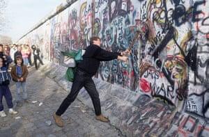 Berlin wall art : The Fall of the Berlin Wall