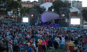 The crowd wait for Neil Finn and Paul Kelly to arrive on stage