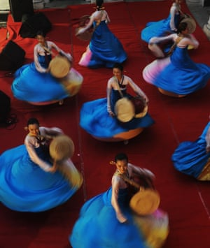 Feel a bit dizzy just looking at them? Chinese dancers perform a traditional dance during an event organised by the Chinese Consulate in Kolkata, India.