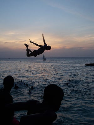 Inpics-leap: silhouette of boy jumping into sea