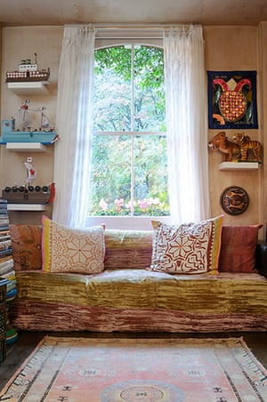 Homes - moroccan home: lounge with rug, sofa and large sash window