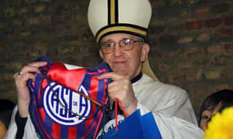 Pope Francis with San Lorenzo pennant