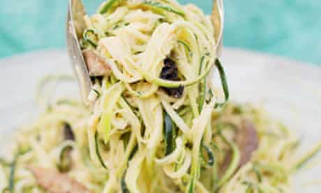 Courgette noodles with marinated mushrooms
