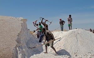 Senegal: salt production on the banks of Lake Retba