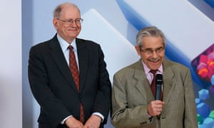 Robert Kahn (left) and Louis Pouzin accept the inaugural Queen Elizabeth prize for engineering