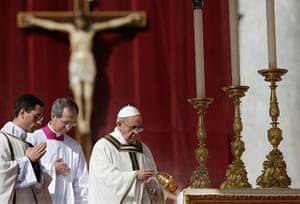 Inaugural Mass: Pope Francis waves incense around the altar