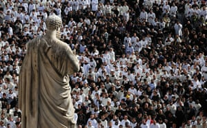Inaugural Mass: Crowds gather in St Peter's Square