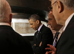 Obama views the Dead Sea Scrolls