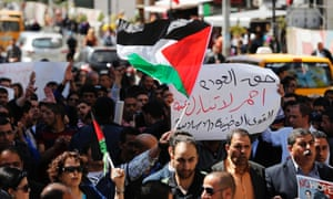 Palestinian protesters in the West Bank city of Ramallah stage a rally against Barack Obama's trip to the region.