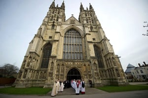 Archbishop enthronement: Processions enter Canterbury Cathedral