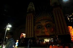 WWF Earth Hour: Sydney Goes Dark For Earth Hour