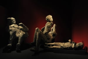 Life and death in Pompeii: Family cast