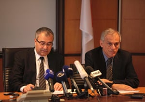 epa03641441 Cyprus Finance Minister Michael Sarris (R) and Governor of the Central Bank, Panicos Demetriades (L) give a press conference in Nicosia, Cyprus, 26 March 2013.